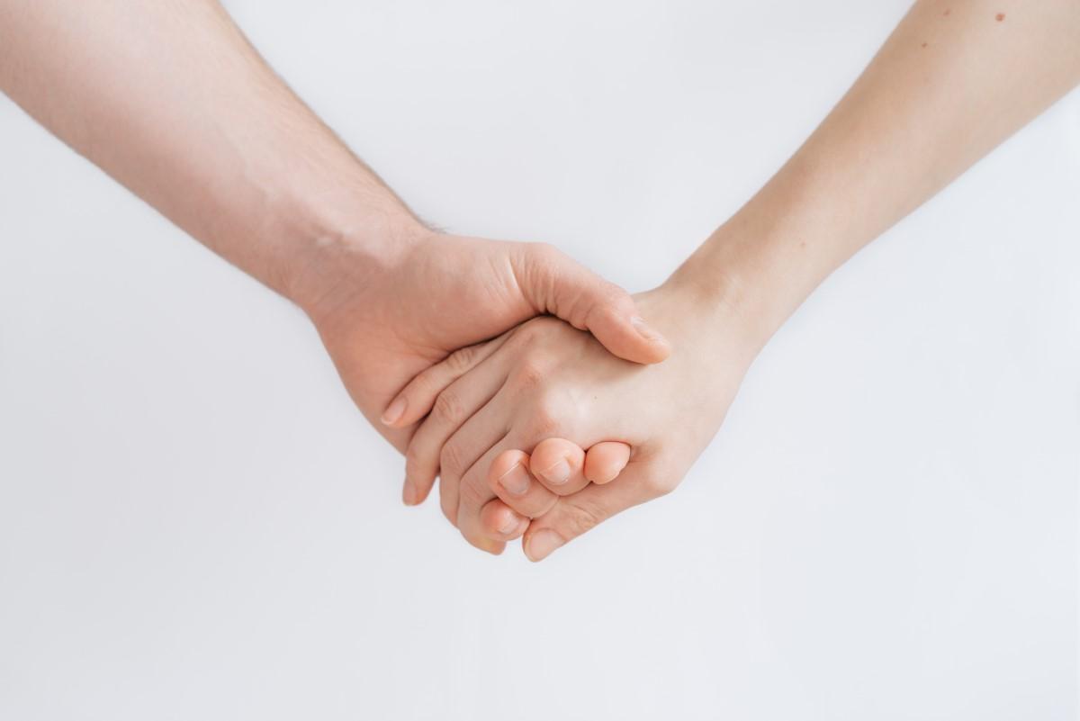 Holde hender